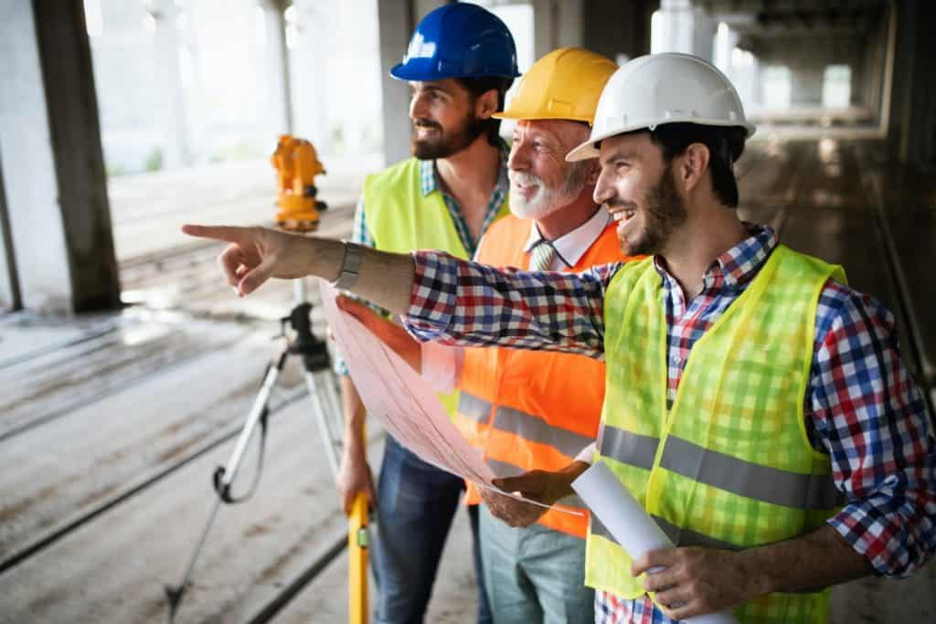 Úvod Stavebniny Lemešany construction engineer with foreman worker checking construction site e1600416419290